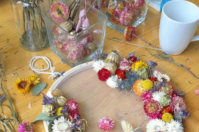 Atelier de broderie fleurie pour travailler les fleurs d'une manière unique