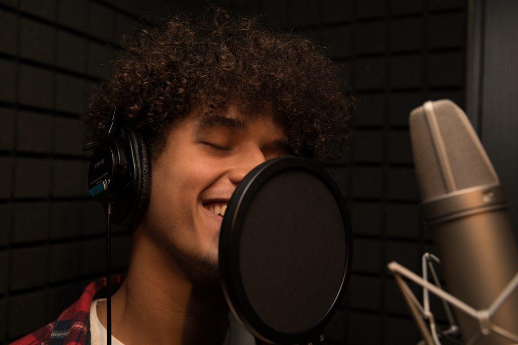 Prise de voix en studio d'enregistrement professionnel